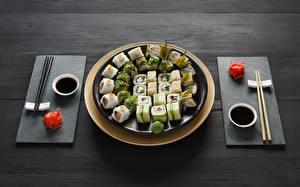 Fotos Sushi Essstäbchen Teller Sojasauce das Essen