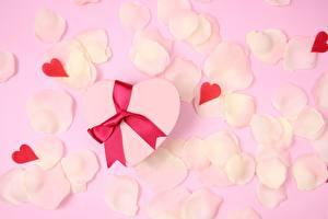 Papel de Parede Desktop Dia dos Namorados Coração Pétalas