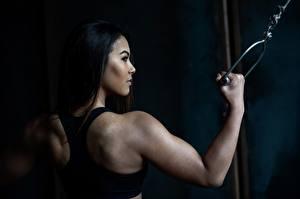 Bilder Asiaten Fitness Rücken Hand Brünette Unterhemd Gladysha Sport Mädchens