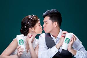 Wallpapers Asiatic Man Couples in love Colored background Two Kiss Brown haired starbucks female