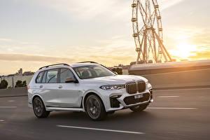 Pictures BMW White Metallic Motion 2019 X7 M50d auto