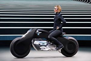 Bakgrundsbilder på skrivbordet BMW - Motorcyklar Sidovy Blond tjej Motorcyklist Glasögon 2016 Motorrad VISION NEXT 100 Unga_kvinnor