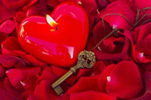 Fotos Kerzen Nahaufnahme Feuer Rose Schlüssel Blütenblätter Blüte