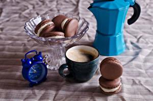 Fotos Kaffee Cappuccino Uhr Wecker Tasse Macaron Lebensmittel