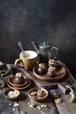 デスクトップの壁紙、、コーヒー、ナッツ、チョコレート、キャンディ、くるみ、木の板、まな板、ティーカップ、食べ物
