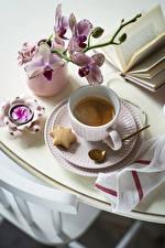 Hintergrundbilder Kekse Kaffee Orchideen Tasse Löffel Untertasse das Essen Blumen
