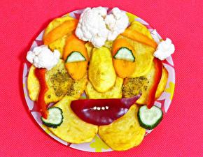 Bilder Originelle Kartoffel Gemüse Farbigen hintergrund Gesicht Lebensmittel