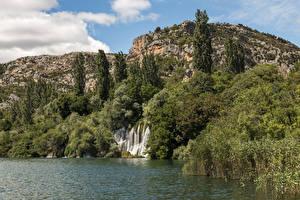 Bilder Kroatien Parks Wasserfall See Felsen Bäume Krka National Park