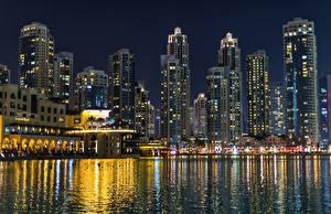 Bakgrunnsbilder De forente arabiske emirater Dubai Bygning Båthavn En bukt Natt en by