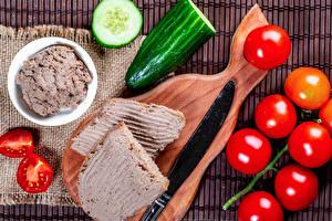 Desktop hintergrundbilder Messer Tomate Gurke Butterbrot Schneidebrett Lebensmittel