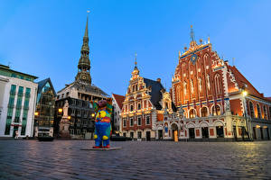 Pictures Latvia Houses Sculptures Evening Town square Street lights Riga Cities