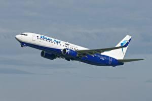 Hintergrundbilder Verkehrsflugzeug Boeing Blue Air polish airlines Luftfahrt