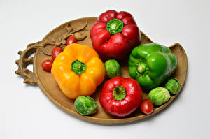 Image Pepper Tomatoes White background Cutting board Food