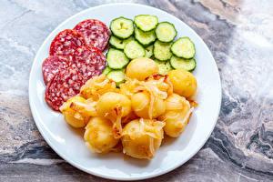 Hintergrundbilder Kartoffel Wurst Gurke Teller das Essen