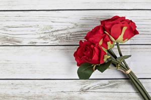 Fondos de escritorio Rosas Un ramo Rojo Tablones de madera flor