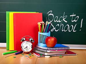 Fotos Schule Uhr Äpfel Wecker Englischer Buch Bleistifte Notizbuch