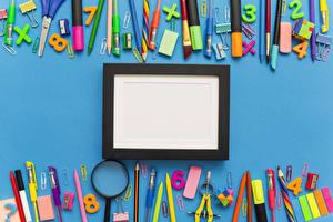 Fotos & Bilder Schule Farbigen hintergrund Vorlage Grußkarte Bleistift Kugelschreiber Lupe Städte