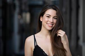 Fotos Lächeln Haar Bokeh Braunhaarige junge Frauen