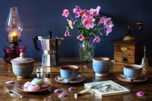 Hintergrundbilder Stillleben Sträuße Petroleumlampe Kaffee Vase Blütenblätter Buch Tasse Lupe Lebensmittel Blumen