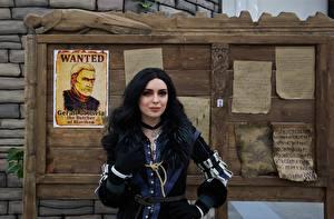 Fotos The Witcher 3: Wild Hunt Cosplay Brünette Yennefer Mädchens
