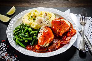 Fotos Die zweite Gerichten Fleischwaren Kartoffel Gemüse Hühnerfleisch Teller Essgabel