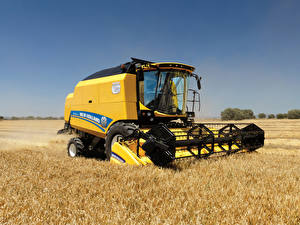 Fotos Landwirtschaftlichen Maschinen Felder Mähdrescher 2014-19 New Holland TC5.80