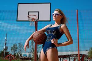 Hintergrundbilder Basketball Uniform Hübsch Ball Pose Daria Klepikova, Arina Mironova junge frau Sport