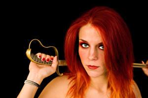 Fotos Schwarzer Hintergrund Rotschopf Blick Säbel Maniküre Haar junge Frauen