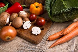 Hintergrundbilder Mohrrübe Pilze Zwiebel Paprika Zucht-Champignon Das Essen