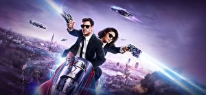 Desktop hintergrundbilder Chris Hemsworth Schuss 2 Anzug Men in Black 4: International, Tessa Thompson Film Prominente