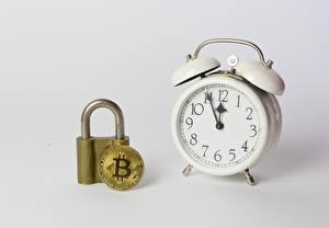 Sfondi desktop Monete Bitcoin Orologio Sveglia Sfondo grigio