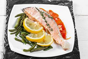 Bilder Fische - Lebensmittel Zitronen Gemüse Teller das Essen