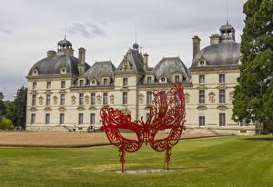 Bilder Frankreich Burg Maske Skulpturen Rasen Chateau de Cheverny Städte