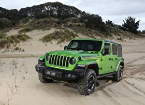 Картинки Jeep Внедорожник Желто зеленый 2019 Wrangler Unlimited Rubicon Автомобили