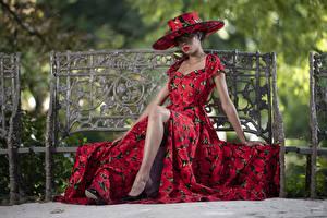 Hintergrundbilder Kleid Sitzt Model Der Hut Bank (Möbel) Bein Lilly Mädchens
