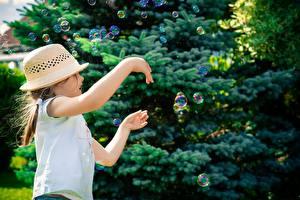 Hintergrundbilder Kleine Mädchen Der Hut Seifenblasen Hand Kinder