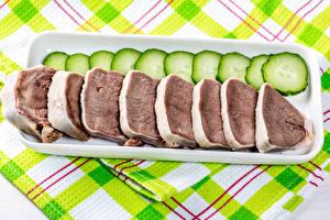 Bakgrundsbilder på skrivbordet Köttprodukter Gurkor Skivade beef tongue