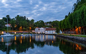Hintergrundbilder Norwegen Bergen Haus Schiffsanleger Motorboot Abend Bucht Bäume