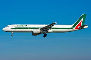 Fotos Verkehrsflugzeug Airbus Seitlich A321-100