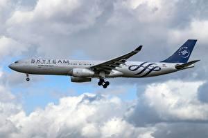 Fotos Verkehrsflugzeug Airbus Flug Seitlich Aeroflot, A330-300 Luftfahrt