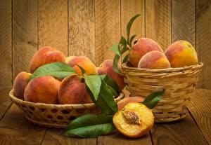 Photo Peaches Wicker basket