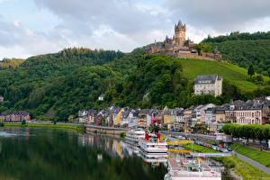 Fotos & Bilder Flusse Burg Binnenschiff Deutschland Cochem Hügel river Moselle Städte