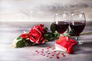 Fotos & Bilder Rosen Valentinstag Wein Geschenke Herz Weinglas Blumen Lebensmittel