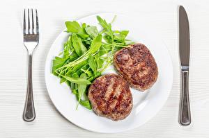 Fotos Die zweite Gerichten Messer Fleischwaren Gemüse Frikadelle Teller Gabel das Essen
