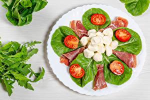 Hintergrundbilder Tomaten Gemüse Käse Speck Teller