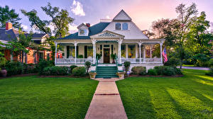 Bilder USA Gebäude Herrenhaus Design Rasen Flagge Treppen Eufaula Alabama Städte