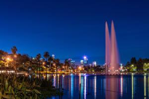 Hintergrundbilder Vereinigte Staaten Parks See Springbrunnen Kalifornien Los Angeles Palmengewächse Nacht Lichtstrahl Echo Park Lake Städte