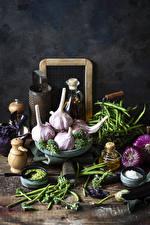Bilder Gemüse Knoblauch Zwiebel Grüne Erbsen Bretter Salz das Essen