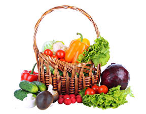Bakgrundsbilder på skrivbordet Grönsaker Paprikor Tomat Svampar Gurkor Rädisa Vit bakgrund Korgar