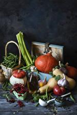 Bilder Gemüse Kürbisse Tomate Knoblauch Ribisel Grüne Erbsen Stillleben